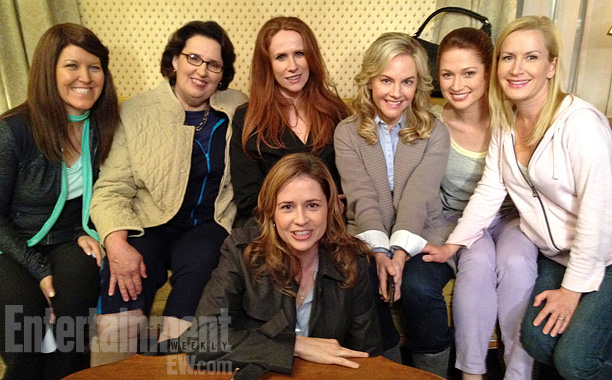 The last group scene for the women of The Office (Kate Flannery, Phyllis Smith, Catherine Tate, guest star Rachael Harris, Ellie Kemper, Kinsey, and Fischer)