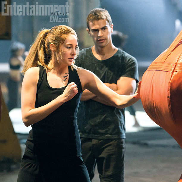 Tris (Shailene Woodley) and Four (Theo James)
