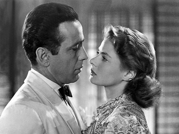 Directed by Michael Curtiz WWII movie perfection. Hollywood's most celebrated love story was made as just an average studio pic but now exemplifies old-movie magic.…