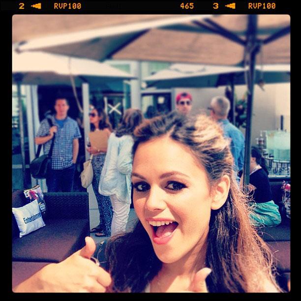 Rachel Bilson, San Diego Comic-Con 2013 | Double thumbs up from #RachelBilson