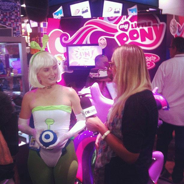 Annie Barrett, San Diego Comic-Con 2013 | On-the-scene with Annie Barrett and a new friend