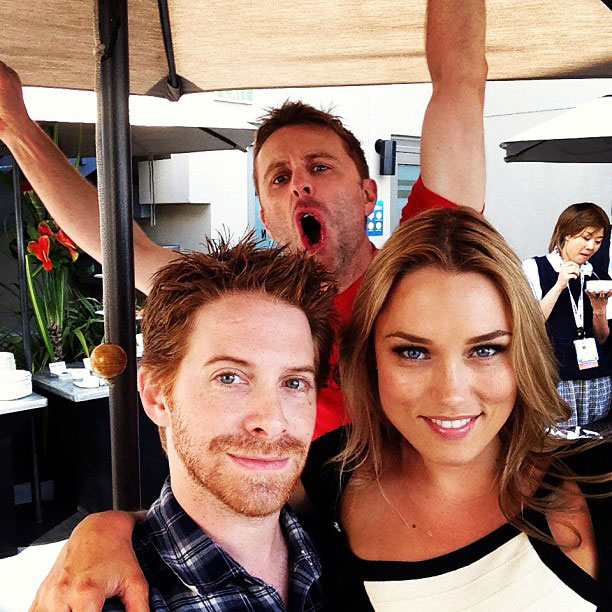 Seth Green, Chris Hardwick, ... | The first official photobomb of Comic-Con @53th_6r33n @clareness @nerdist