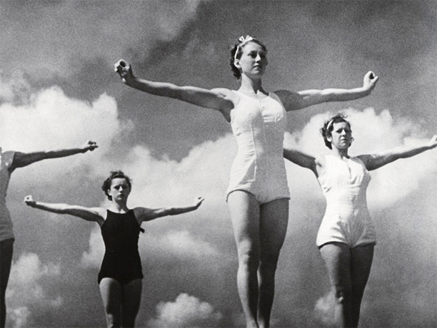 Directed by Leni Riefenstahl Riefenstahl's two-part chronicle of the 1936 Summer Olympics in Berlin is a visually transporting documentary: a poetic pageant of flying, writhing,…