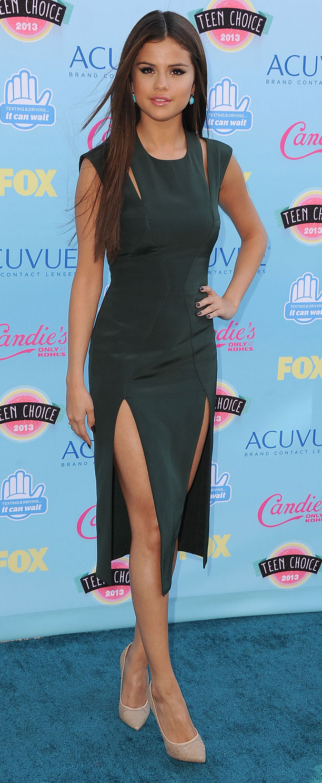 Selena Gomez (in Cushnie et Ochs)