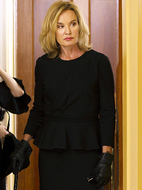 American Horror Story: Coven | Coven 's Jan. 29 finale, which reveals Fiona's (Jessica Lange) successor, will unfold a tad differently from previous AHS conclusions. ''It usually is a very…