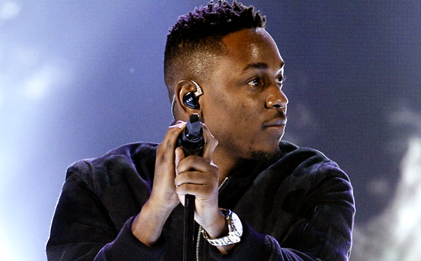 American Music Awards 2013 | In the night's first rap song not played with a band front and center, Kendrick Lamar very much carried the performance with his precise, forceful…
