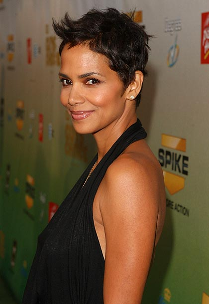 Halle Berry | The versatile actress abandoned her pageant queen look and has rocked a close-cropped look for much of her career, proving that a boyish cut doesn't…