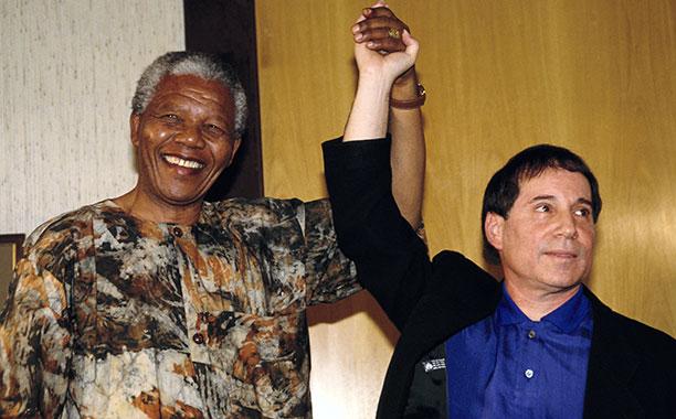 Nelson Mandela and Paul Simon in 1992