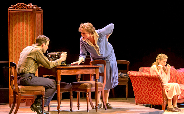 Tennessee Williams' 1944 drama is called a memory play for a reason. Director John Tiffany's exquisite revival, led by the sensational Cherry Jones and Zachary…