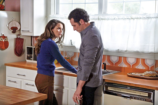 FX, Season 1, episode 6 Soviet spies Elizabeth (Keri Russell) and Philip (Matthew Rhys), masquerading as happily married suburbanites in '80s-era America, suffer a bruising…
