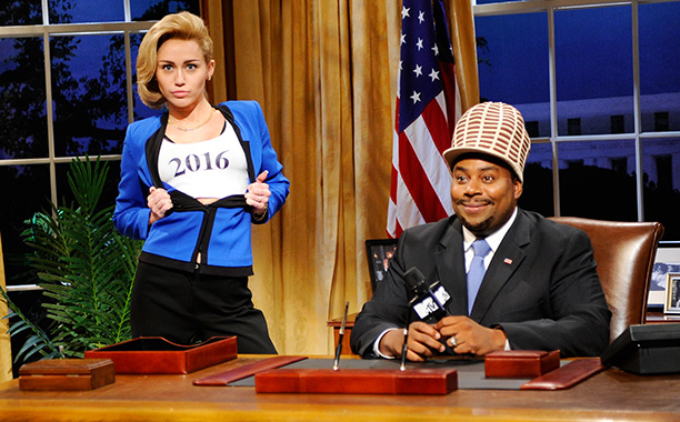 Saturday Night Live   Double duty date: Oct. 5, 2013 Turns out that when she's not distracting you with foam fingers and an errant tongue and several square feet…