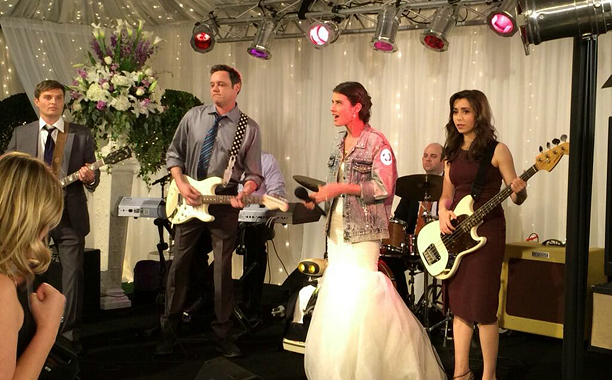 How I Met Your Mother' finale cut a Robin Sparkles performance | EW.com