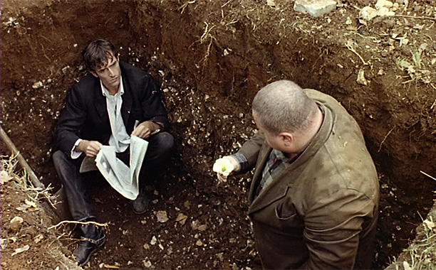 Brit thesp Rupert Everett plays the glib, lovelorn supervisor of a graveyard who secretly kills the cemetery's returning-to-life inhabitants in this eccentric but beguiling cult…