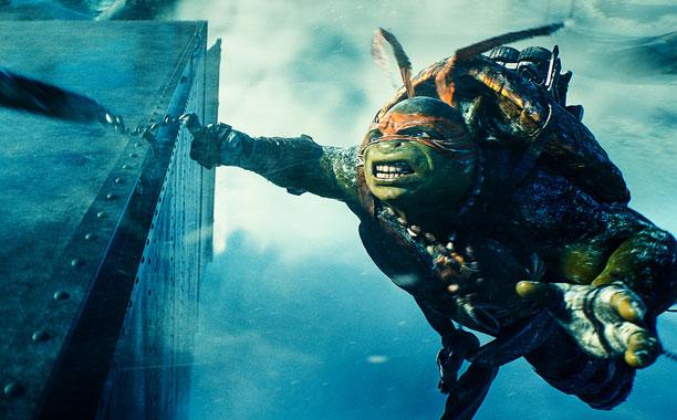 Teenage Mutant Ninja Turtles, Teenage Mutant Ninja Turtles | Michelangelo (Noel Fisher) hangs in there.