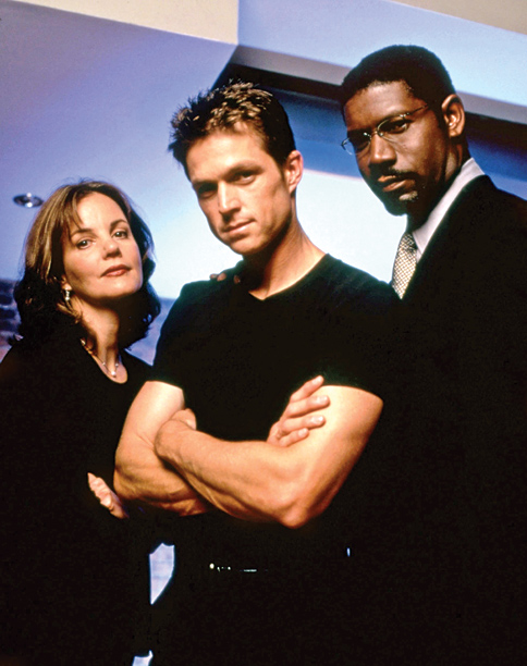 Wiseman (Eric Close) had the brain of an average Joe (John Goodman) dumped into his super body, making for an unlikely if formidable secret agent.…