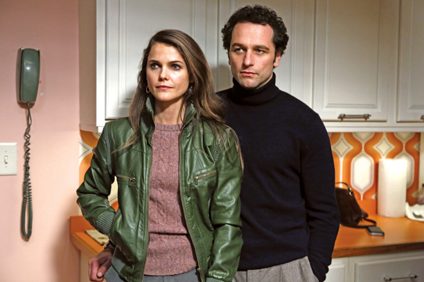 Posing as the quintessential American couple of the early '80s, the Jenningses (Keri Russell & Matthew Rhys) are aces at using our favorite TV-tested tactics…