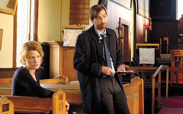 Anna Gunn and David Tennant in Gracepoint