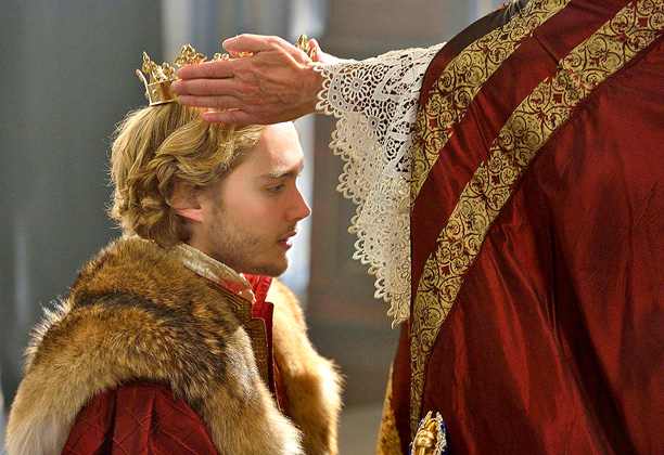 Reign | ''Poor Toby—this is a heavy crown, which he had to endure for quite an amount of time,'' says Markworth-Pollack, former costumer on Gossip Girl .…