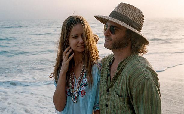 Katherine Waterston and Joaquin Phoenix in Inherent Vice