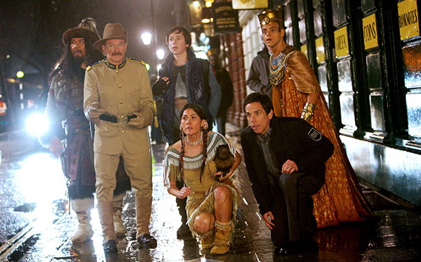 NIGHT AT THE MUSEUM 3 Patrick Gallagher, Robin Williams, Skyler Gisondo, Mizuo Peck, Ben Stille, and Rami Malek