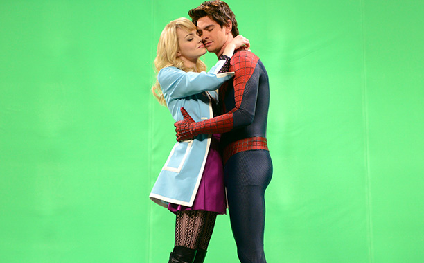 Where Spidey 2 fizzled , off-screen couple Emma Stone and Andrew Garfield sizzled. Most endearing, they mocked their real-life kissing style (or lack thereof) in…