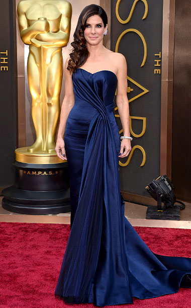 Oscars 2014 | The Gravity star donned a sleek midnight blue McQueen gown with a sweetheart neckline — a winning ensemble coupled with loose curls and Lorraine Schwartz…
