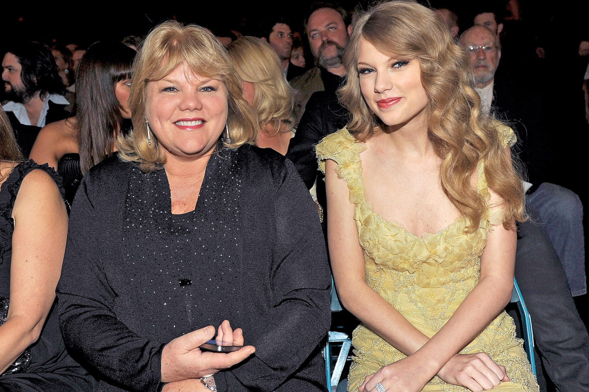 Taylor Swift writes about her mother's cancer diagnosis on Tumblr