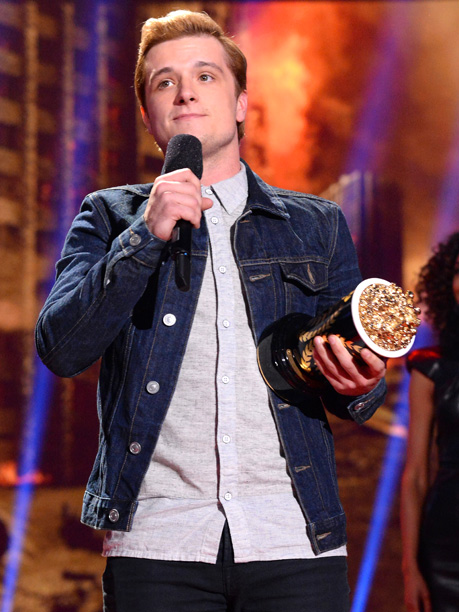 MTV Movie Awards 2014 | It was no surprise when The Hunger Games: Catching Fire secured the Golden Popcorn for Movie of the Year. After Sam Claflin blazed through the…