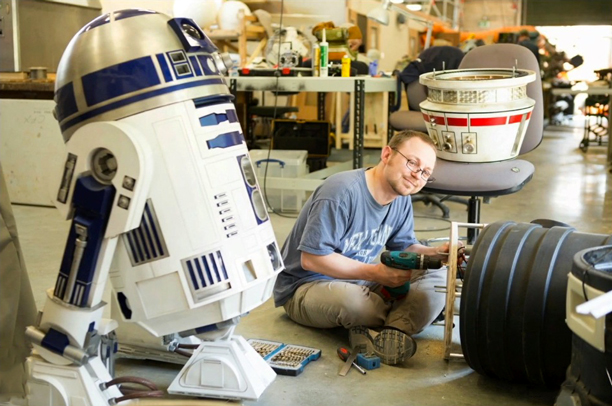 R2-D2 in the Droid Shop