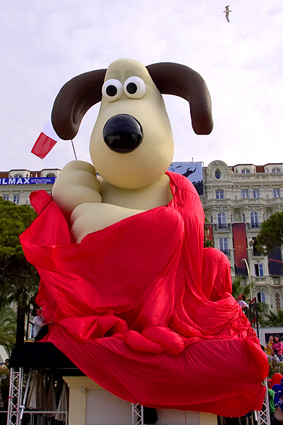 "A giant version of Nick Park's clay-animated movie character ""Gromit"""