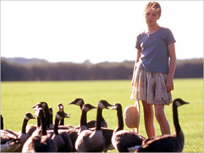 Fly Away Home | Long before she became clinically naked Sookie Stackhouse, Anna Paquin starred with Jeff Daniels in a gentle movie about geese migration. Watch her lead a…