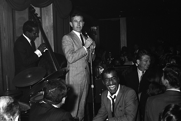 Johnny Carson and Sammy Davis Jr. at The Living Room, July 1966
