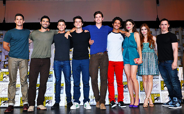 San Diego Comic-Con 2013, Teen Wolf, ... | Max Carver, Tyler Hoechlin, Charlie Carver, Dylan O'Brien, Daniel Sharman, Tyler Posey, Crystal Reed, Holland Roden, and writer Jeff Davis at the Teen Wolf panel