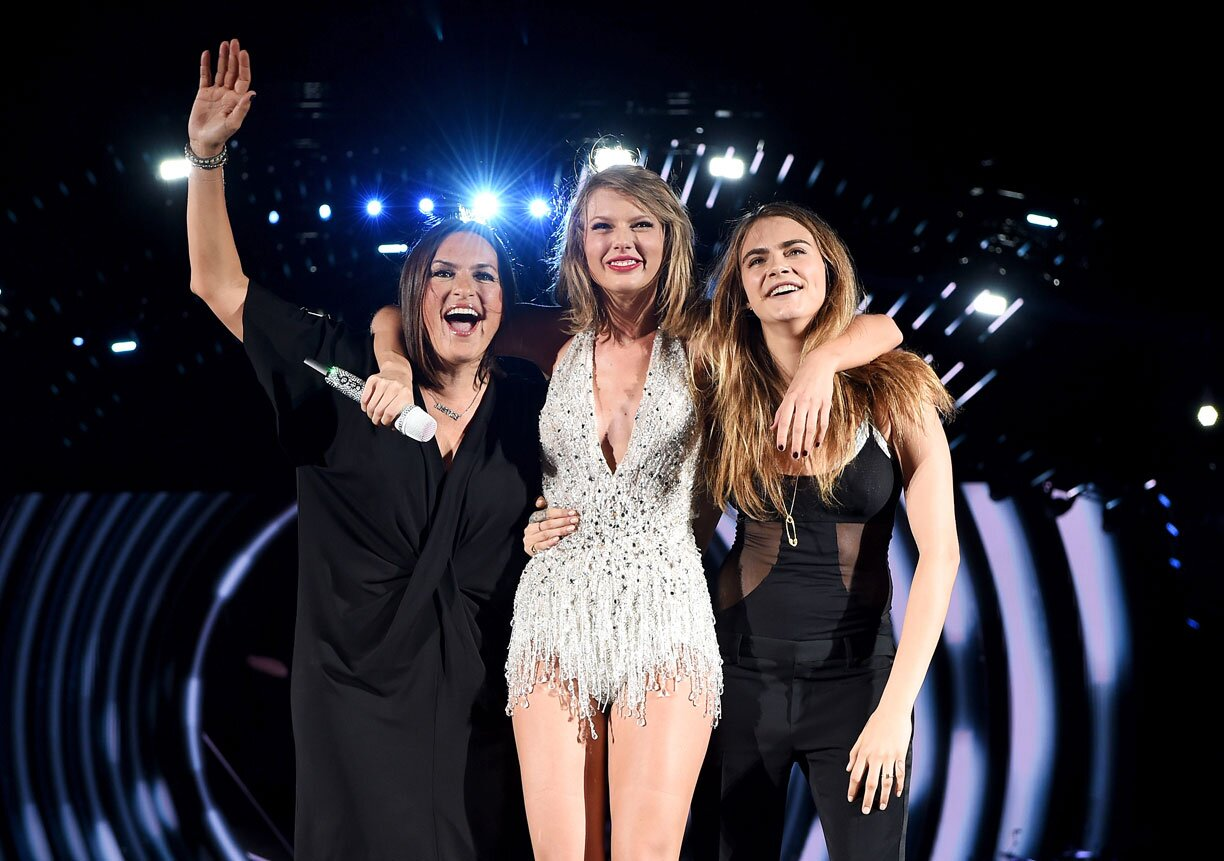 Taylor Swift Mariska Hargitay Amp Cara Delevingne Join Singer On Stage During Philly Show Ew Com