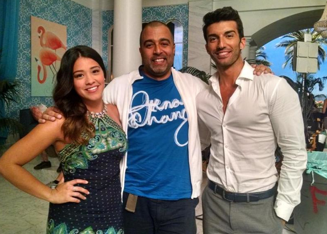 Anthony Mendez with 'Jane The Virgin' stars Gina Rodriguez (l) and Justin Baldoni (r)
