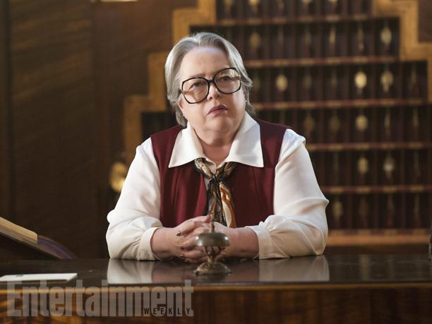 Iris (Kathy Bates)