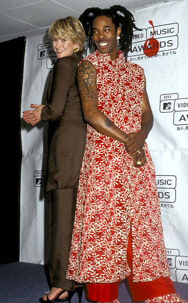 Martha Stewart and Busta Rhymes presented Best Dance Video in 1997. The pairing became an instant classic.