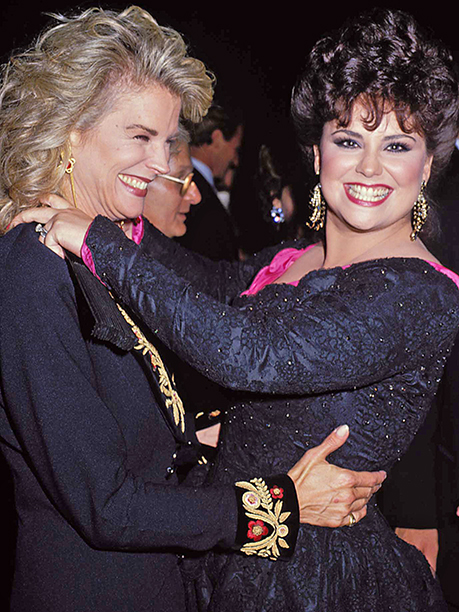 Candice Bergen cozied up to Delta Burke at the 1990 Emmy Awards