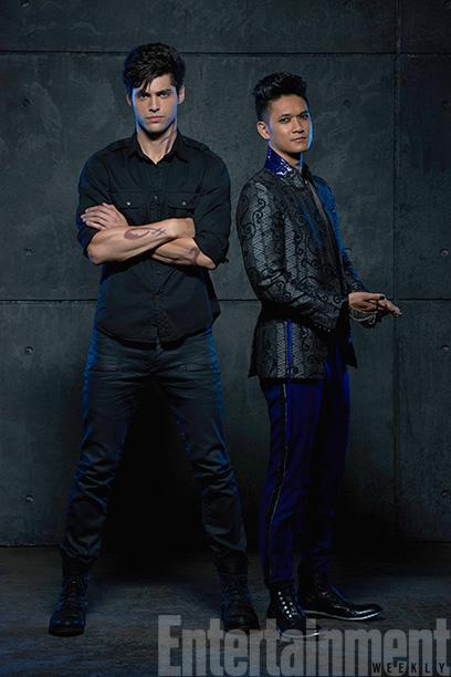 Alec Lightwood (Matthew Daddario) and Magnus Bane (Harry Shum Jr.)