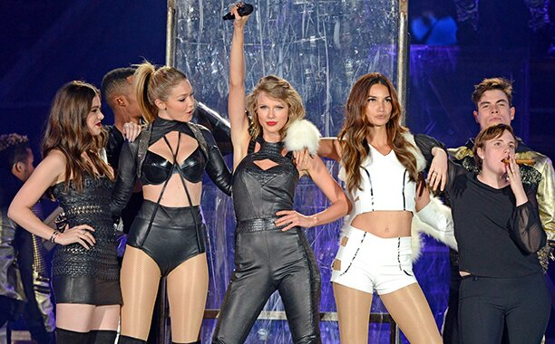 Ew S Best Of 2015 The Story Behind Taylor Swift S 1989 Tour Guests Ew Com