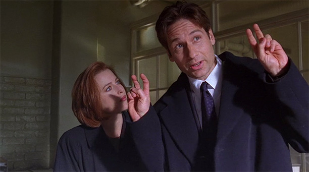Mulder and Scully Get Their Stories Straight (Season 5, Episode 12)