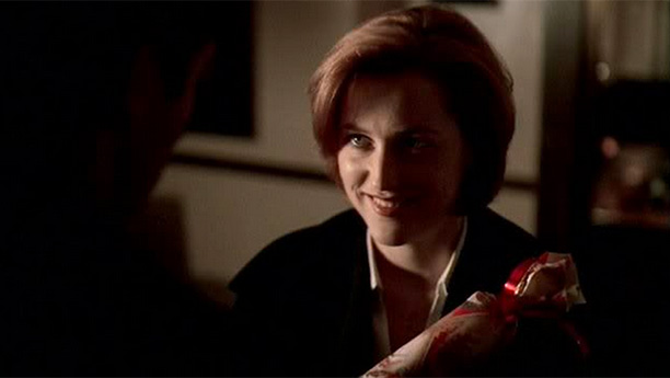 Mulder and Scully Exchange Gifts (Season 6, Episode 6)
