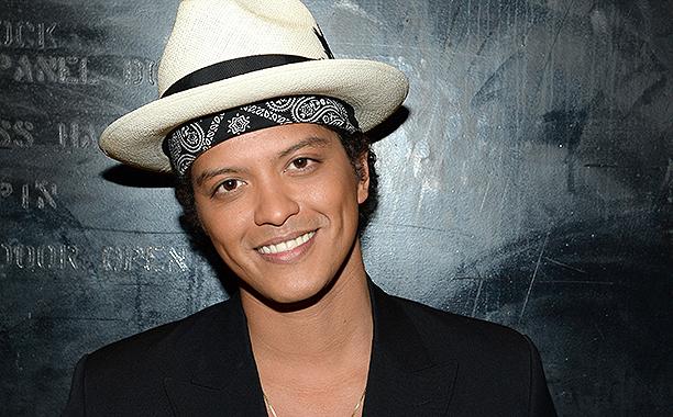 Peter Hernandez (Bruno Mars)