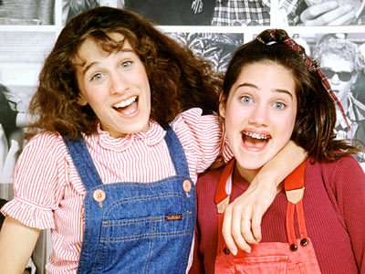Square Pegs | Patty and Lauren (Sarah Jessica Parker and Amy Linker, respectively) try desperately to hang out with the popular crowd, like uber-snob Muffy Tepperman (Jami Gertz).…