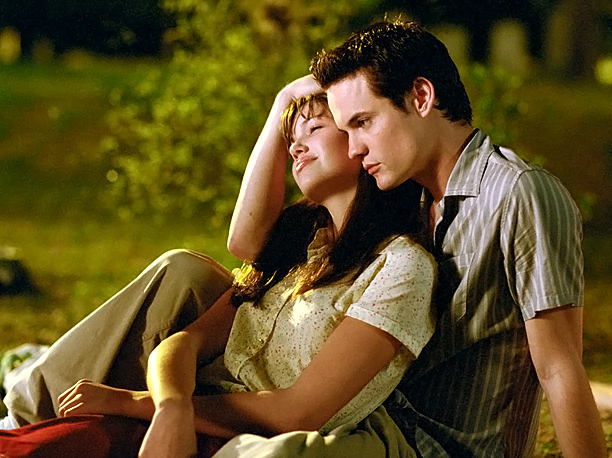 A Walk to Remember is just as sappy and sad as any other Nicholas Sparks movie, but it also makes relative sense. Jamie (Mandy Moore)…