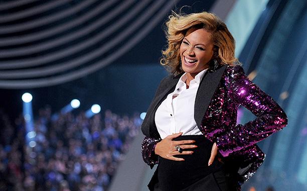 Beyoncé Reveals Her Baby Bump, 2011 VMAs