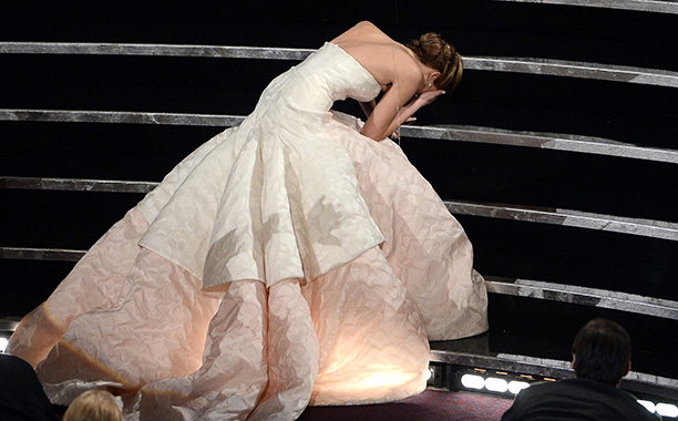 Jennifer Lawrence Trips on Her Way to the Podium, 2013 Oscars