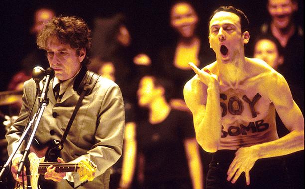 Bob Dylan Gets Soy Bombed, 1998 Grammys