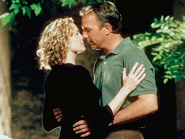 The only people who send messages in bottles are starry-eyed kids who want to make faraway friends...and Garret, Kevin Costner's character in this movie. Theresa…