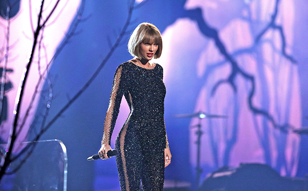 """Taylor Swift, """"Out of the Woods"""""""